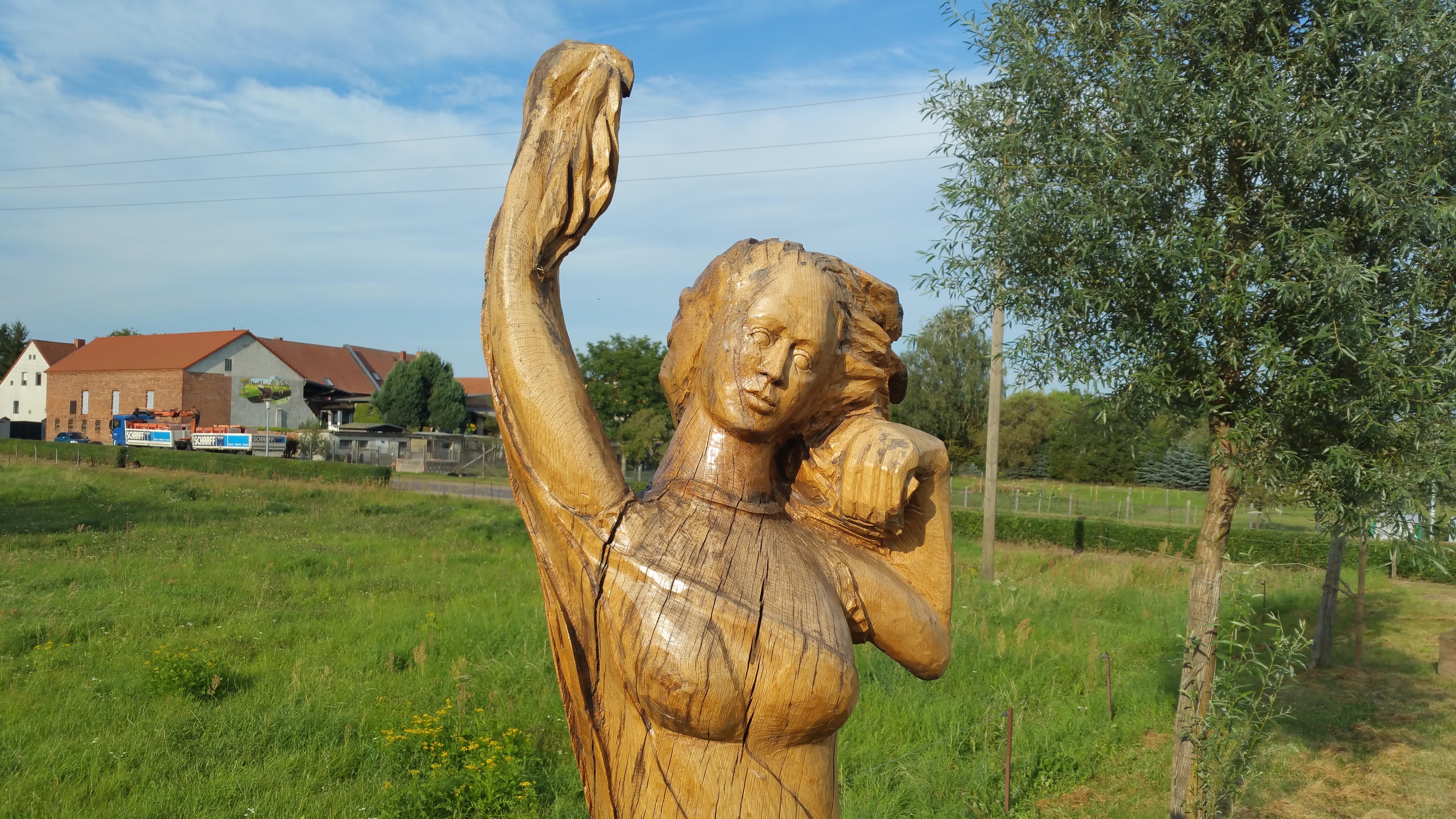 Holzfigur bei Lostau